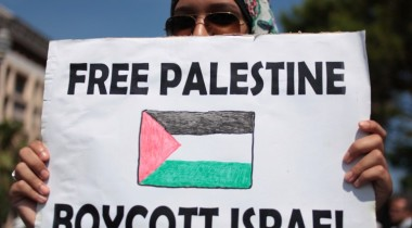 "A protester holds a placard reading ""Free Palestine, Boycott Israel"" during a demonstration against Israel's military operation in Gaza and in support of the Palestinian people in Nice, southeastern France, on August 9, 2014. Israeli warplanes carried out 30 air strikes over Gaza on August 9, 2014, killing five Palestinians, as militants fired six rockets into Israel, leaving international mediators scrambling to rescue ceasefire talks.  AFP PHOTO / JEAN-CHRISTOPHE MAGNENET"